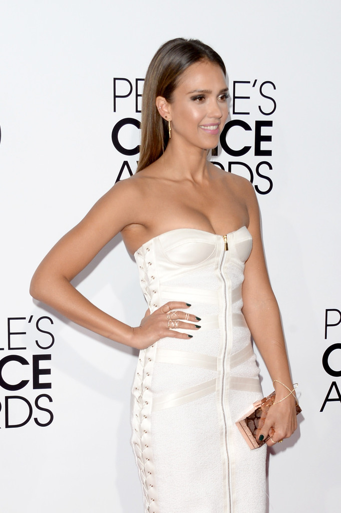 Jessica-Alba-Peoples-Choice-Awards-2014-white-dress