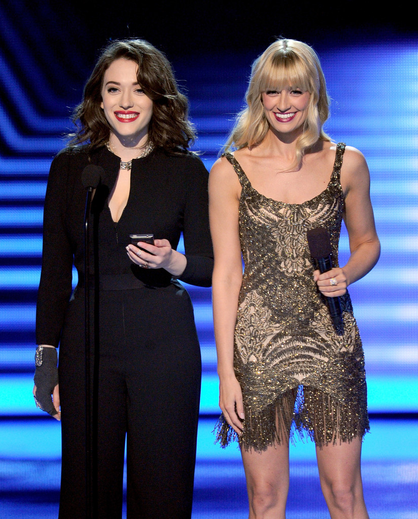 Kat+Dennings+People+Choice+Awards+Show+HHgbNxhWBOQx